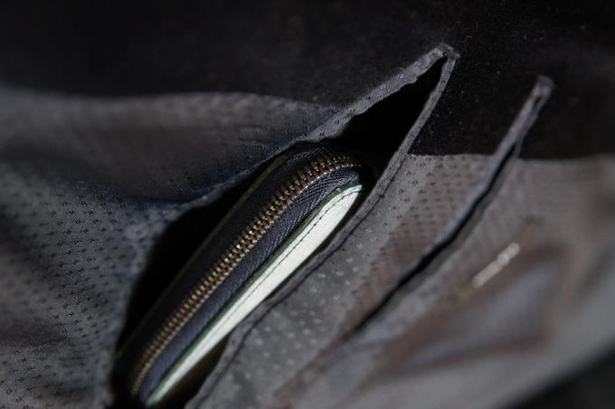 ウォール ウォレットL スーツのポケット