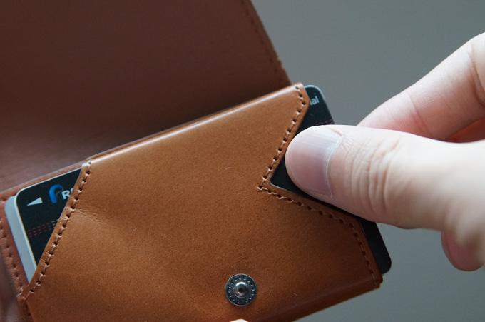 小さい財布abrAsus1枚目のカード