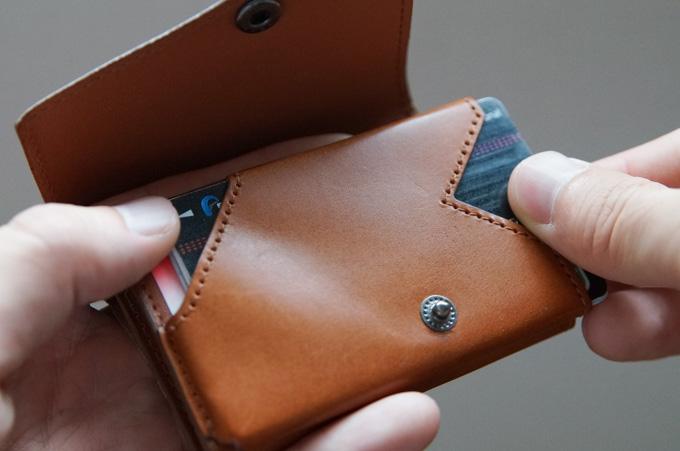 小さい財布abrAsus全てのカードを出す