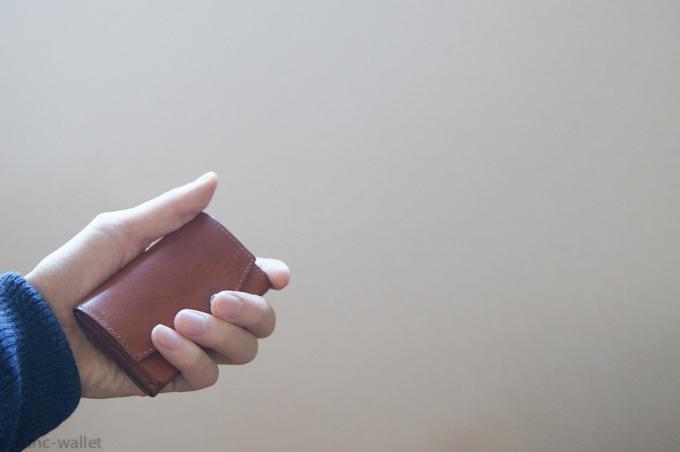 小さい財布abrAsus サイズ感