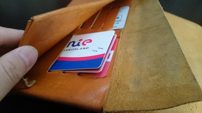 所作ロングウォレット カードを入れたところ