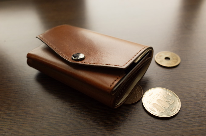 abrAsus小さい財布。ブッテーロの艶