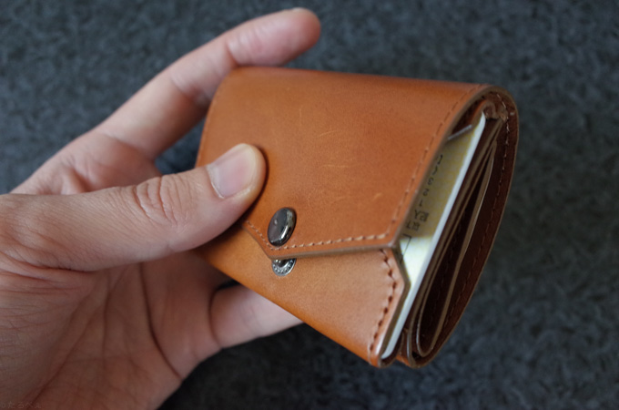 abrAsus小さい財布 たくさん入らない