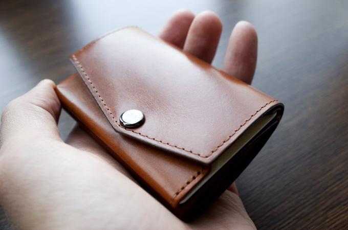 abrAsus小さい財布 サイズ感
