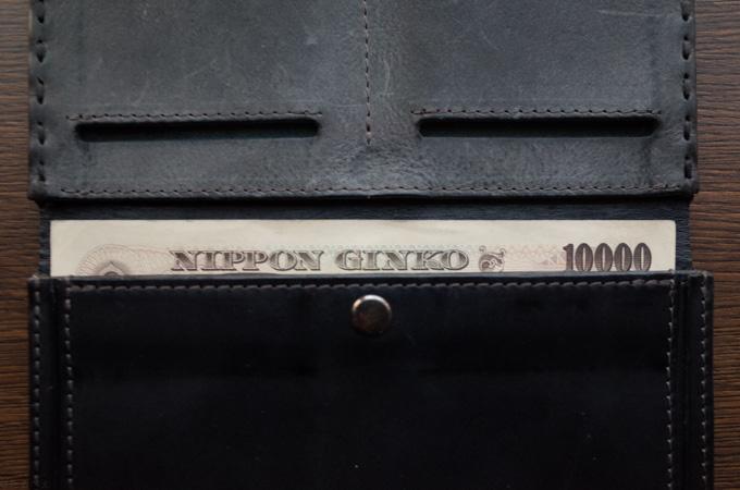 ミニ長財布と1万円札を比較