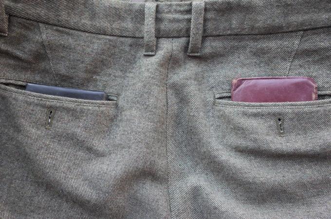 ミニ長財布をポケットに収納