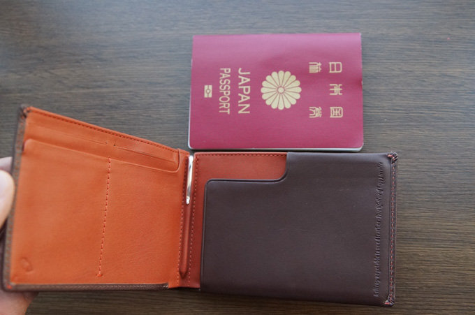 bellroy TRAVEL WALLET サイズの比較
