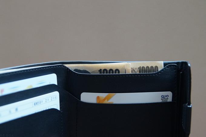 COIN FOLD お札ポケットの切れ込み