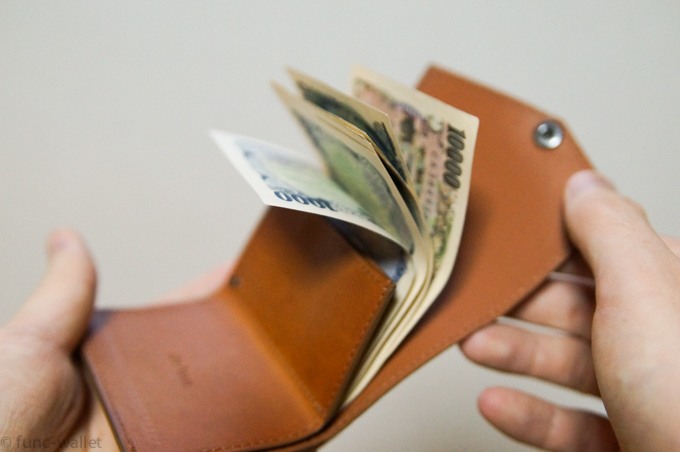 小さい財布abrAsus お札がパラリと開く