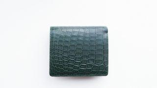革芸人のWT-034のレビュー。クロコの美しさと使いやすさをコンパクトなボディで体現した二つ折財布の紹介
