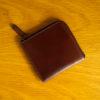 three2four SIZのレビュー。ホーウィンシェルコードバンの贅沢さと使い勝手をコンパクトに携帯できるミニL字ファスナー財布
