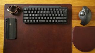 ルボナー デスクマットのレビュー。ブッテーロの一枚革を贅沢に使ったエイジングを楽しめるデスクマット