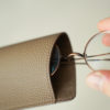 BONAVENTURA トゴ アイグラスケースのレビュー。シュランケンカーフを堪能できる、コンパクトなメガネケース