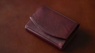 ハンモックウォレットコンパクト クラシコのレビュー。アンティーク調レザーの表現する絵画的な美しさを堪能できる小さな財布