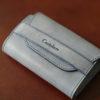 カルトラーレの名刺入れ ORのレビュー。イタリアの革で作られた、厚みの変化する名刺入れについて