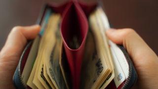 左利きの人が使いやすい財布のまとめ。買う前に知っておきたい選び方についての解説