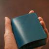 Flathority Land Mini walletのレビュー。水染めコードバンを堪能できるコンパクトな二つ折り財布の使い勝手・特徴について